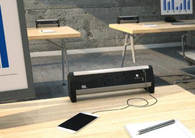 Bachmann Desk na biurku
