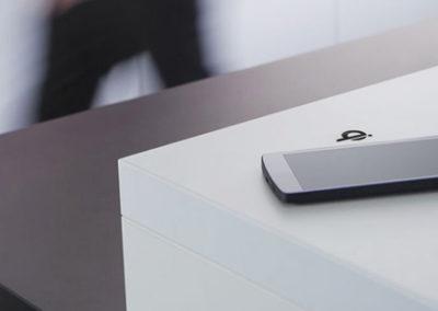Ładowanie telefonu EVOline charger Qi